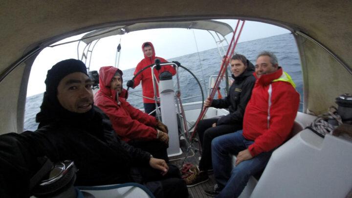 Alumnos embarcados para realizar las prácticas de navegación a vela
